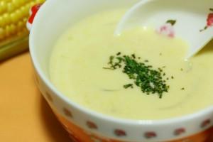 子供と一緒につくれる簡単コーンスープ